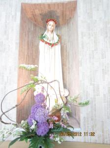Patung Bunda Maria di dalam gereja. Sumber foto: Dokumen pribadi
