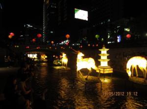Keindahan lampion di sungai Cheonggyecheon. Sumber foto: Dokumen pribadi
