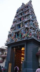 Pintu utama Sri Mariamman Temple di Chinnatown, Singapura. Sumber foto: Dokumen pribadi