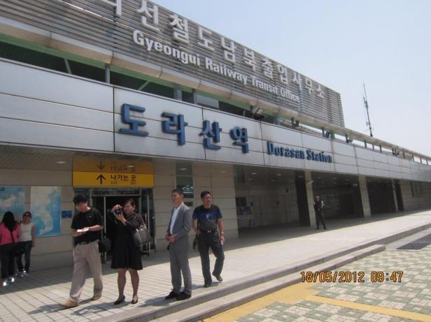 Stasiun Dorasan atau Railway interconnected station yang menghubungkan Korea Utara dan Korea Selatan. Sumber foto: Dokumen pribadi