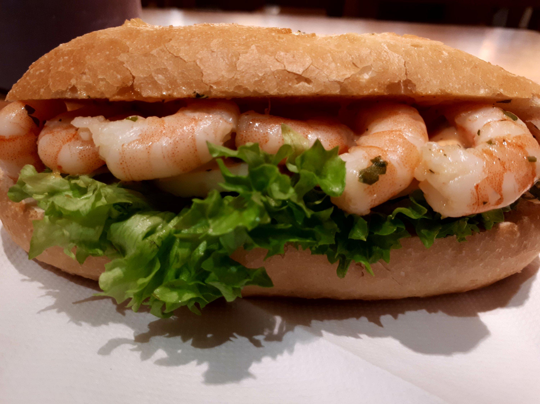 Garnelen Baguette mit Ei und Salat, Sandwich yang Praktis