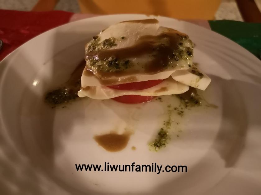 Makanan Khas Italia 27 Caprese Salad Mozarella Dengan Saus